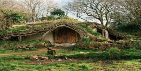 permaculture-hobbit-house